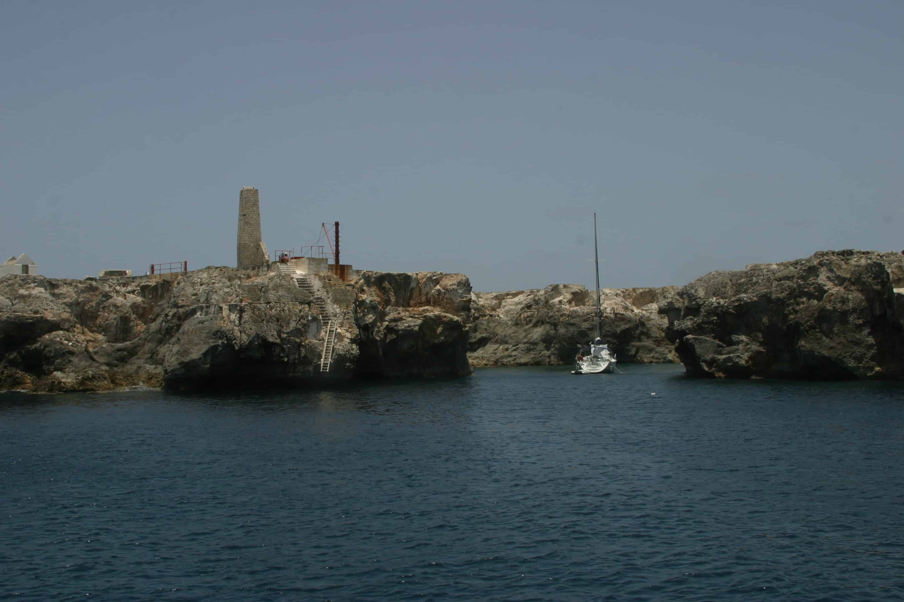The landing (see ladder) at Sombrero; some of the old buildings are visible on the top of the island; Copyright: Dr Mike Pienkowski