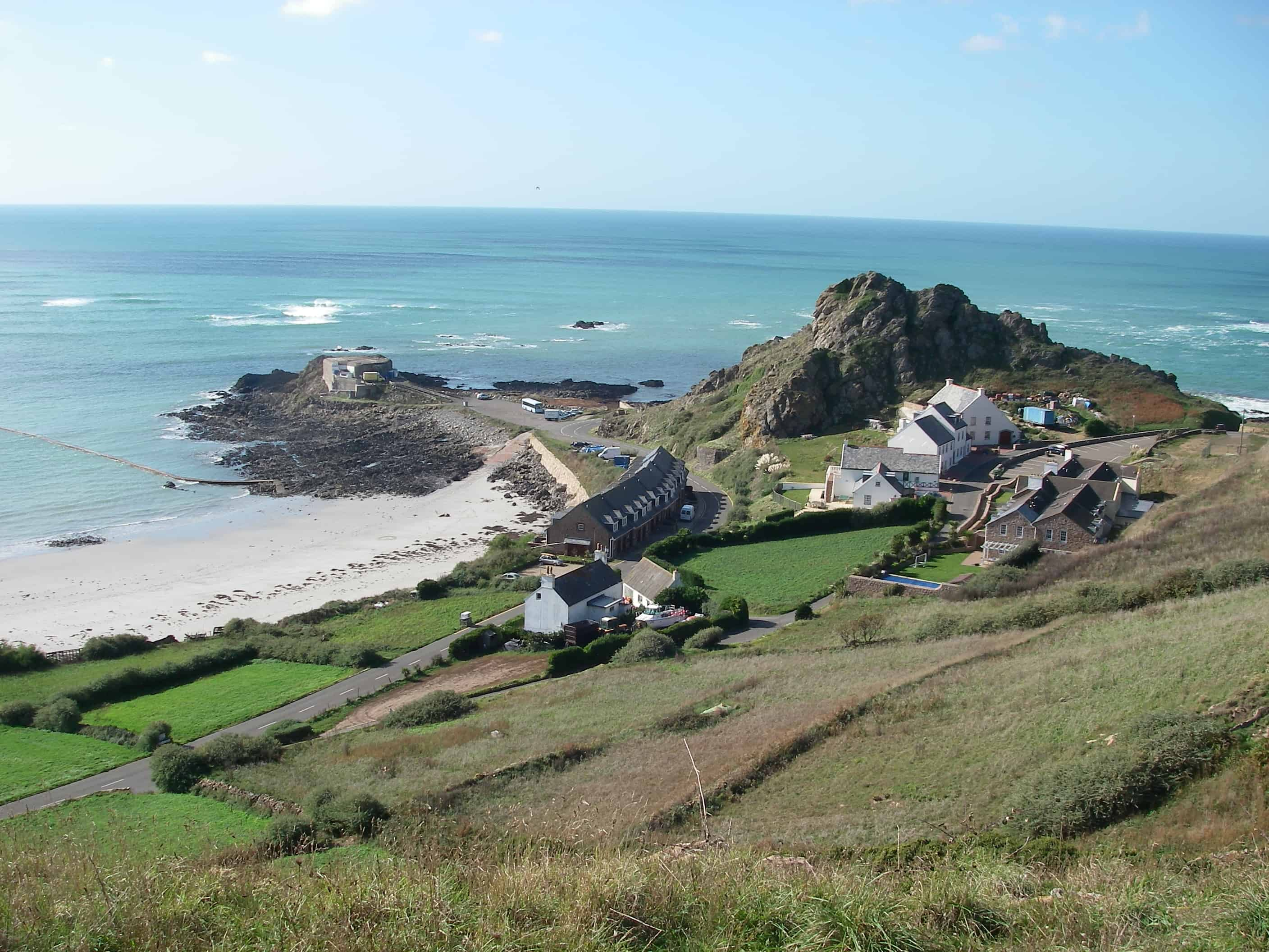 Jersey has a varied countryside of town, villages, farmland, heaths, cliffs and sandy beaches; Copyright: Dr Mike Pienkowski