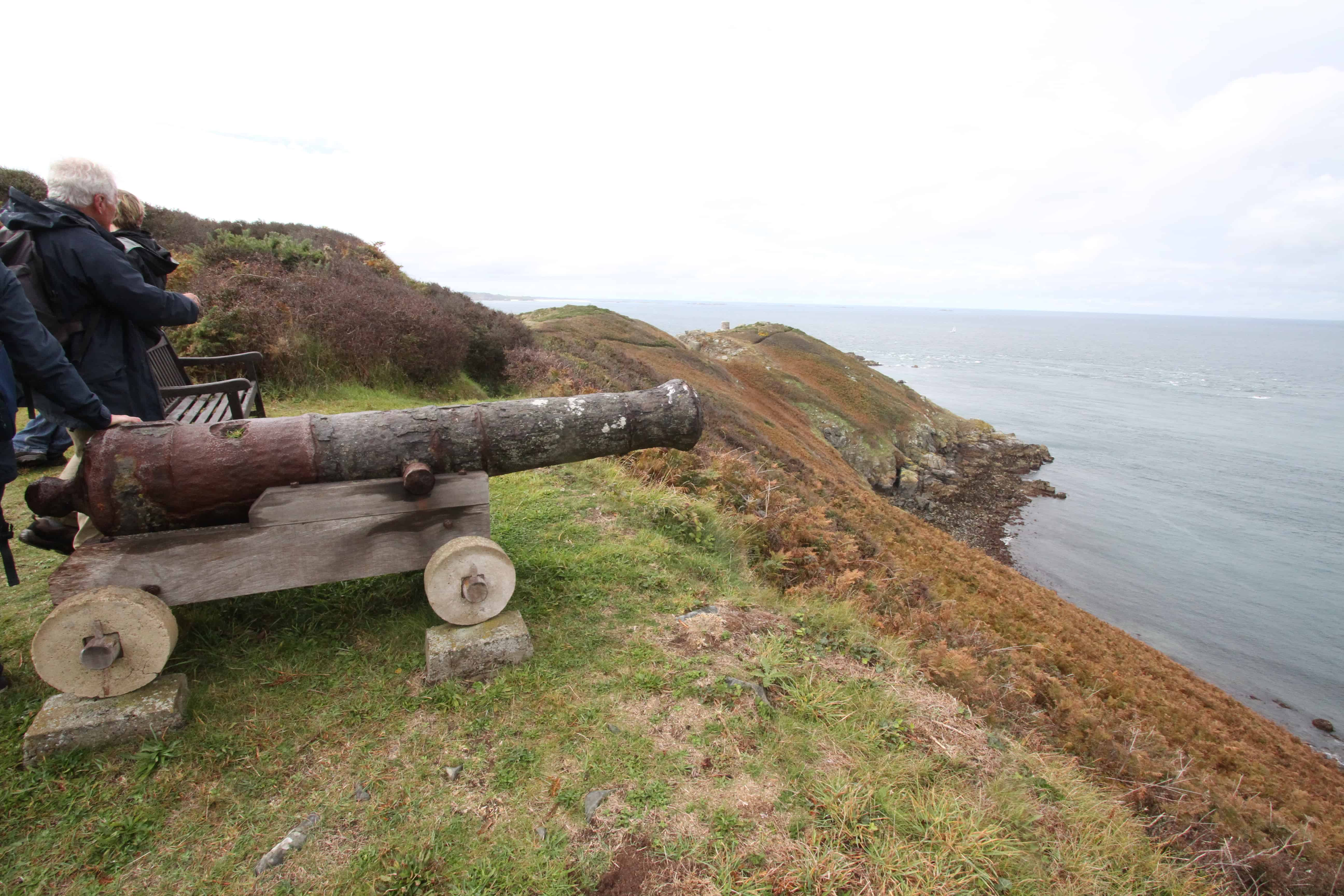 One of the many trails around the island passes a historic defensive cannon.; Copyright: Dr Mike Pienkowski