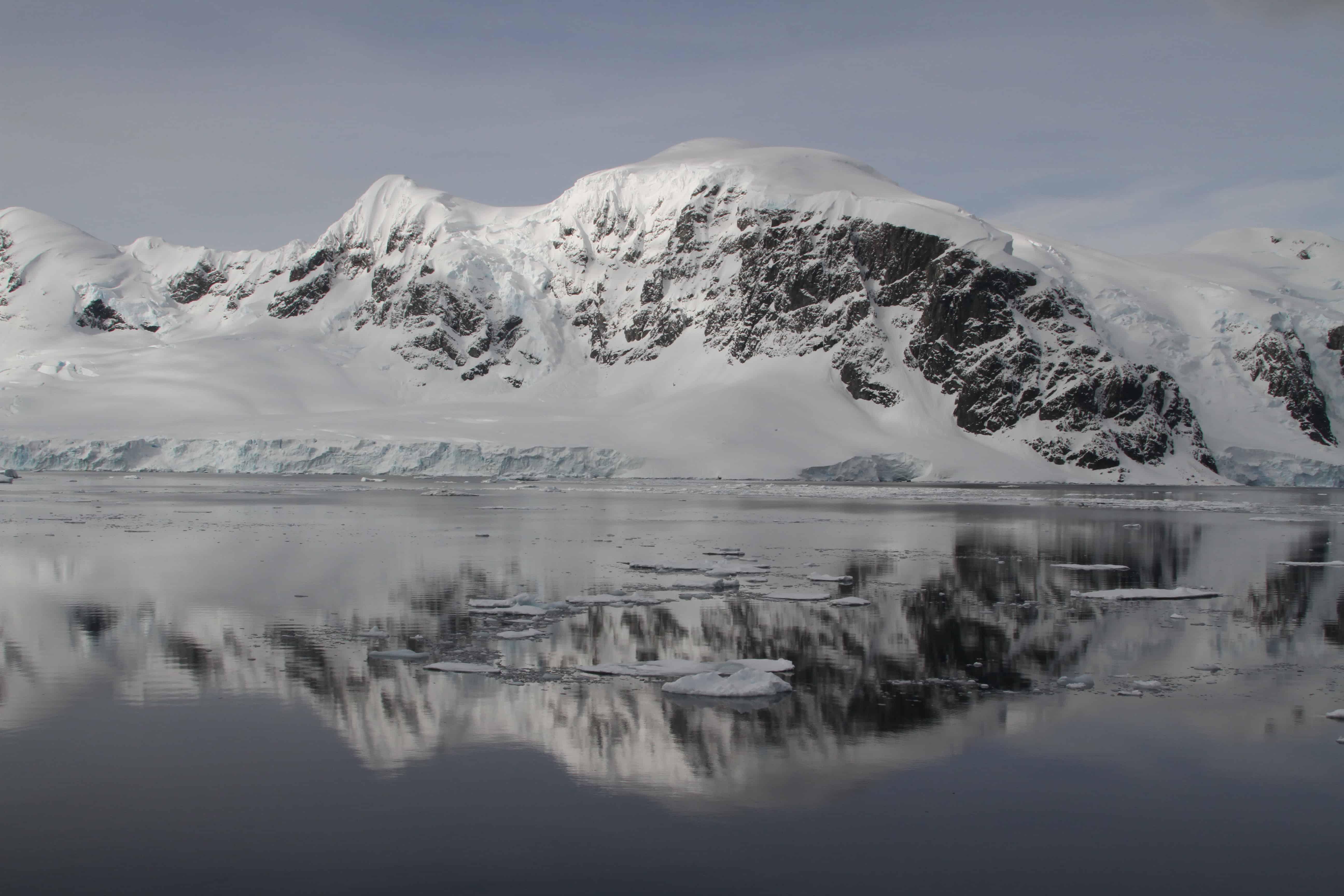 NW Antarctic Peninsula. Copyright: Dr Mike Pienkowski